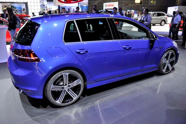 2016 Volkswagen Golf R #12