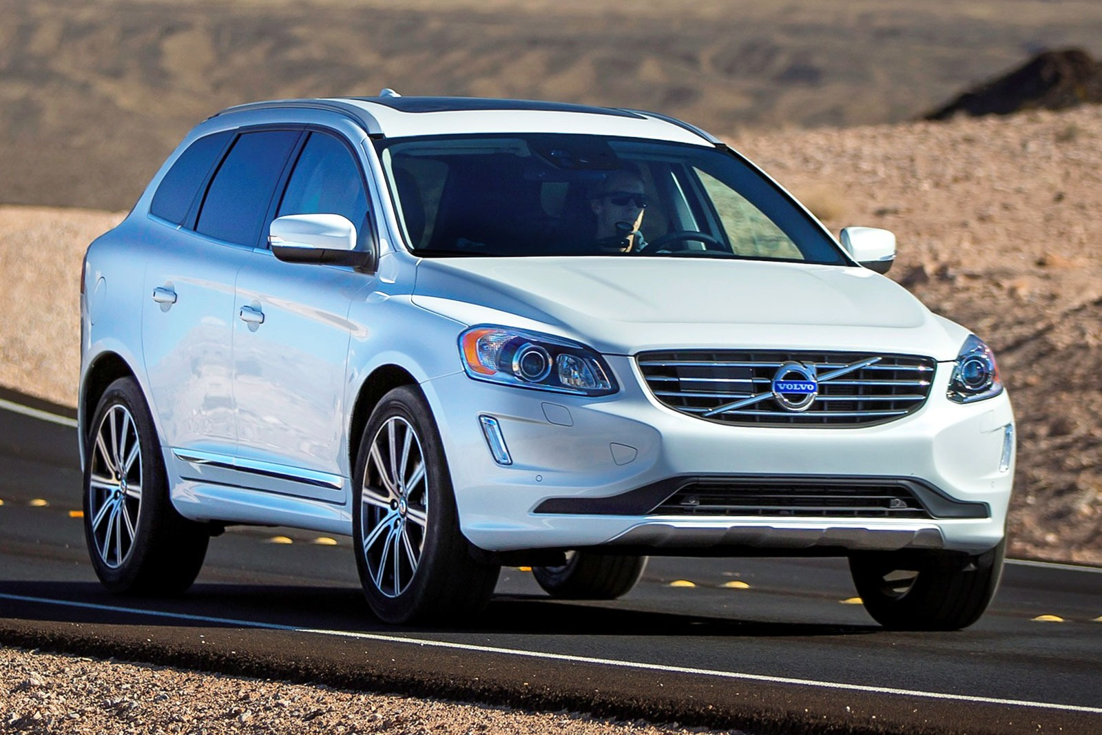 2016 volvo xc60 photos informations articles. Black Bedroom Furniture Sets. Home Design Ideas