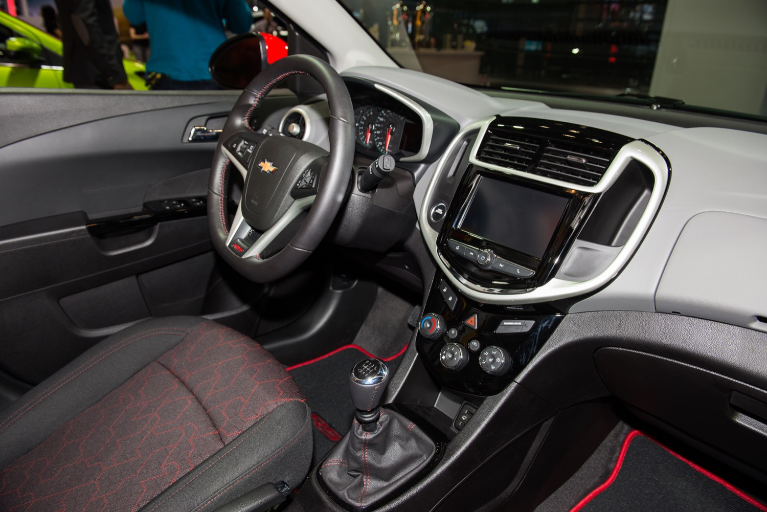 2017 Chevrolet Sonic Photos, Informations, Articles ...