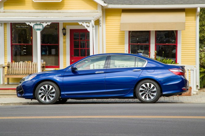 2017 Honda Accord Hybrid #2