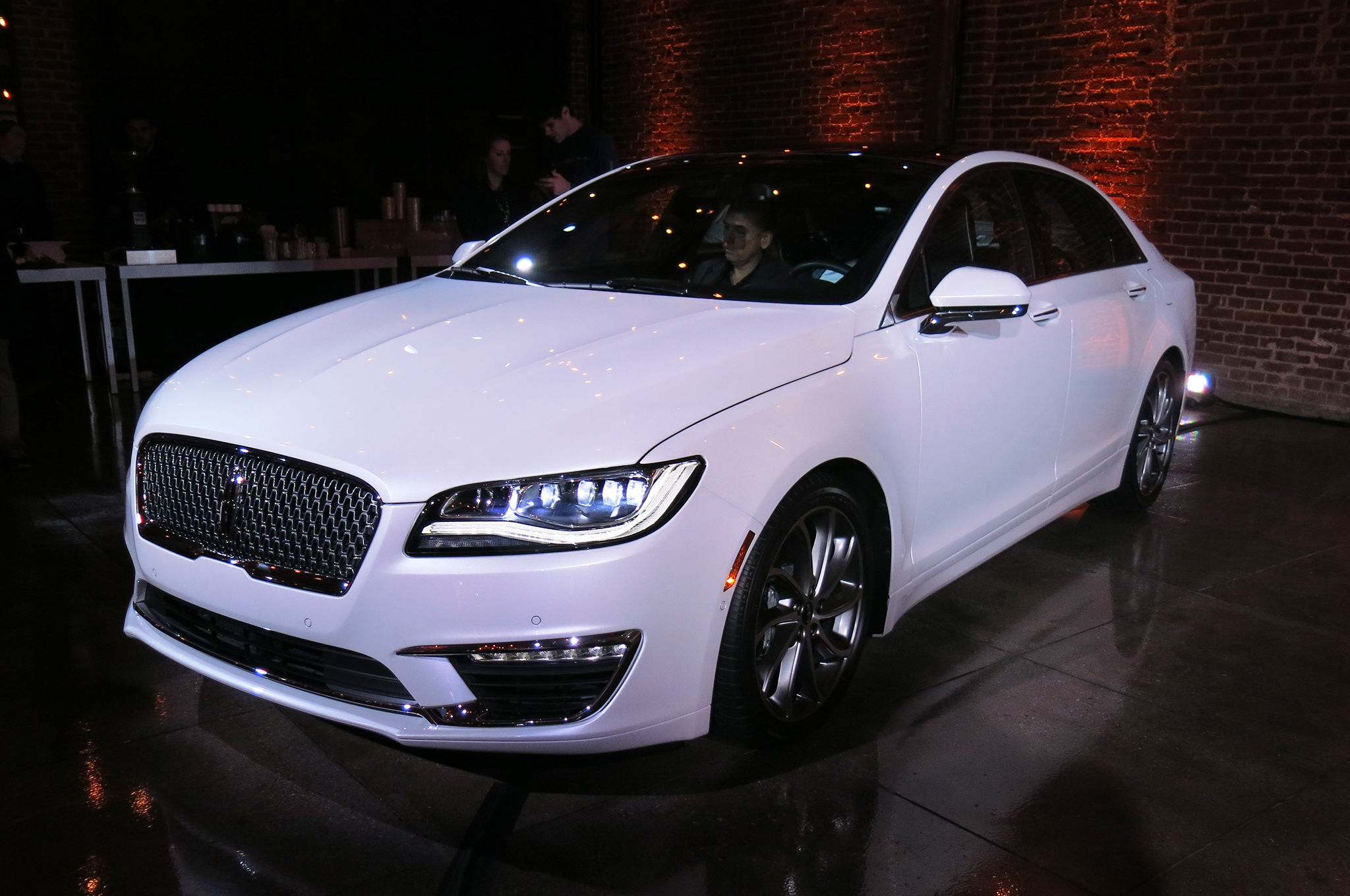 2017 Lincoln Mkz #3