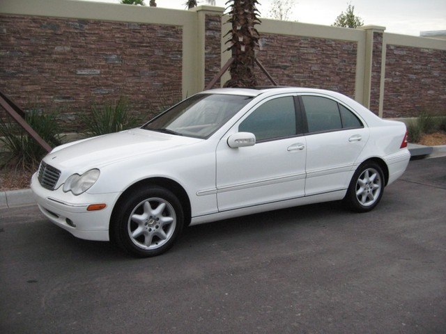 2002 mercedes benz c class photos informations articles. Black Bedroom Furniture Sets. Home Design Ideas