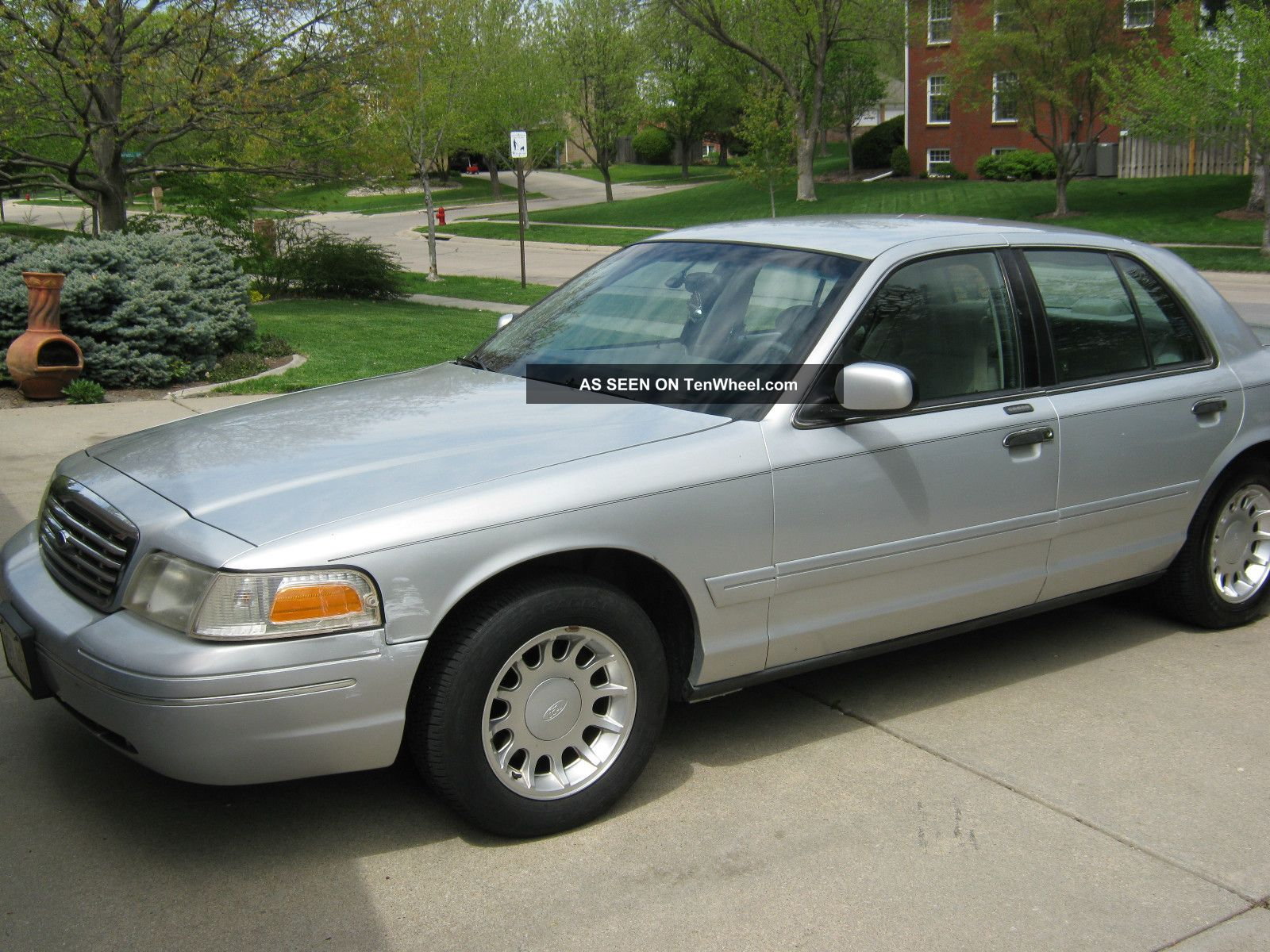 2001 Ford Crown Victoria #7
