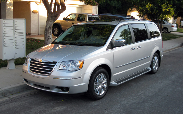 2009 Chrysler Town And Country #1
