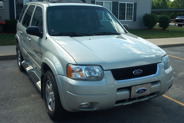 2004 Ford Escape #12