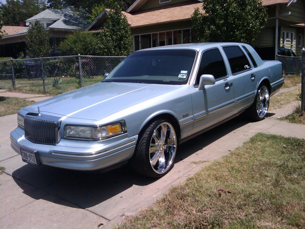 1997 Lincoln Town Car Photos Informations Articles Bestcarmag Com