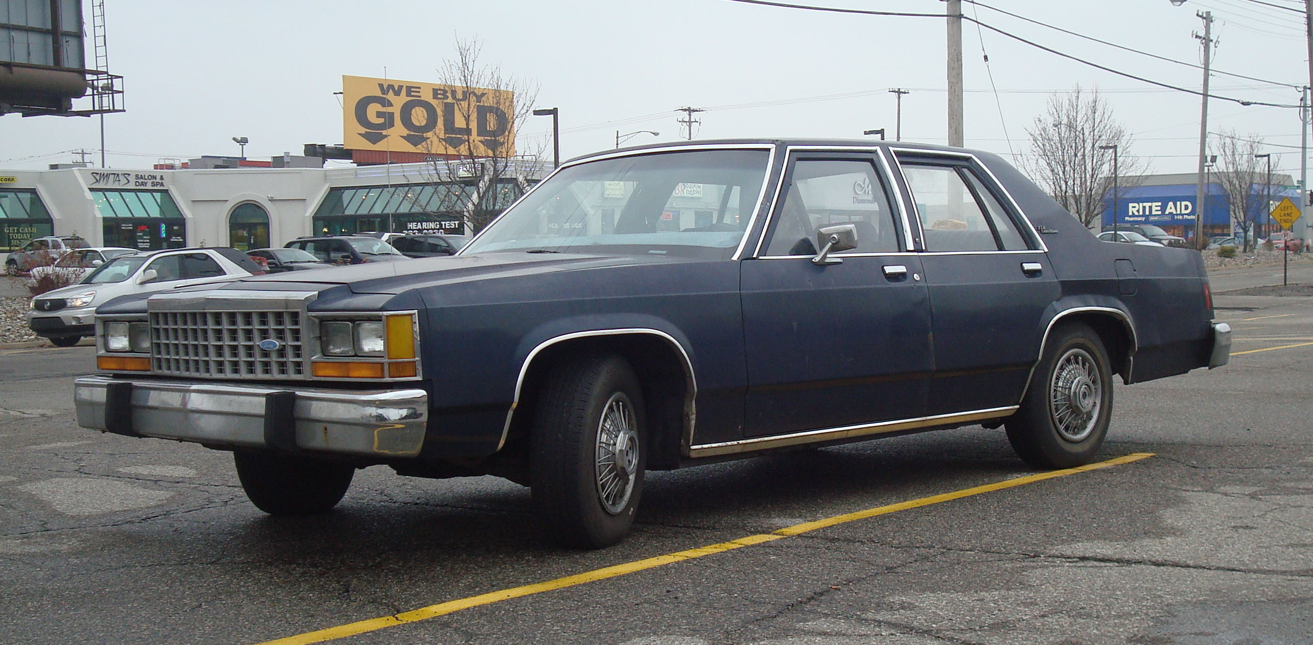 Ford Ltd Crown Victoria #16
