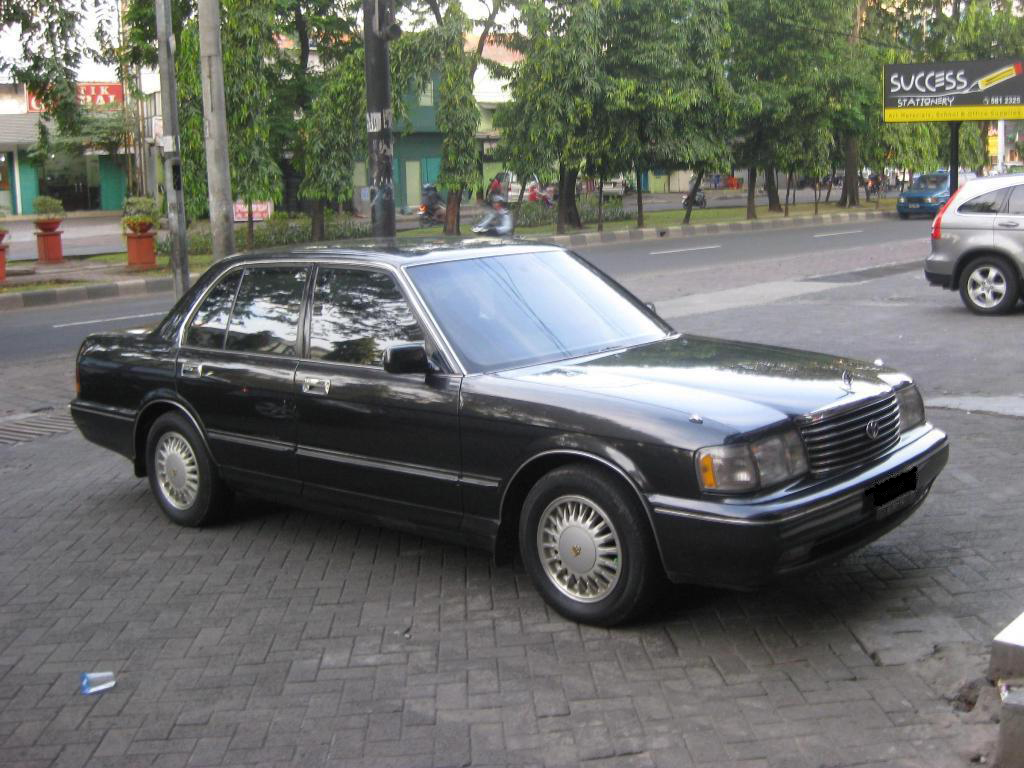 1994 Toyota Crown #2