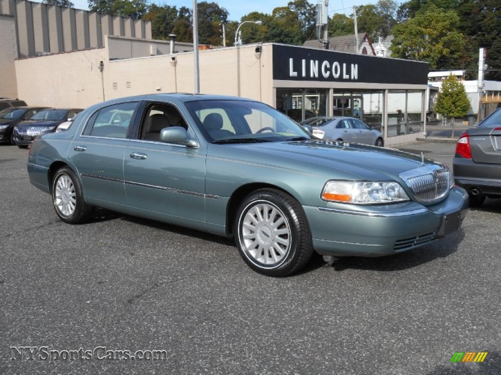 2005 Lincoln Town Car Photos Informations Articles Bestcarmag Com