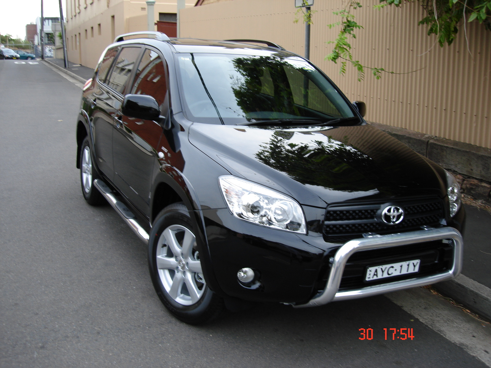 2006 toyota rav4 photos informations articles. Black Bedroom Furniture Sets. Home Design Ideas