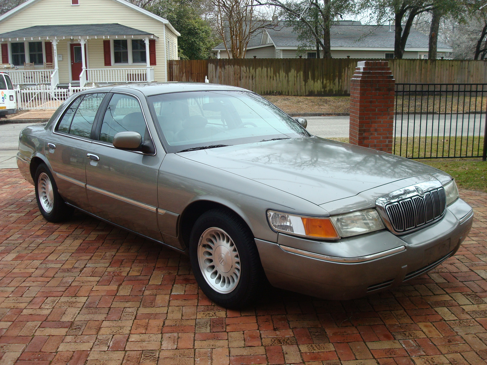 2002 mercury grand marquis with 2000 Mercury Grand Marquis on 64400 besides Watch in addition Watch additionally 2015 Honda Odyssey Wheel Lug Nut Size further Watch.