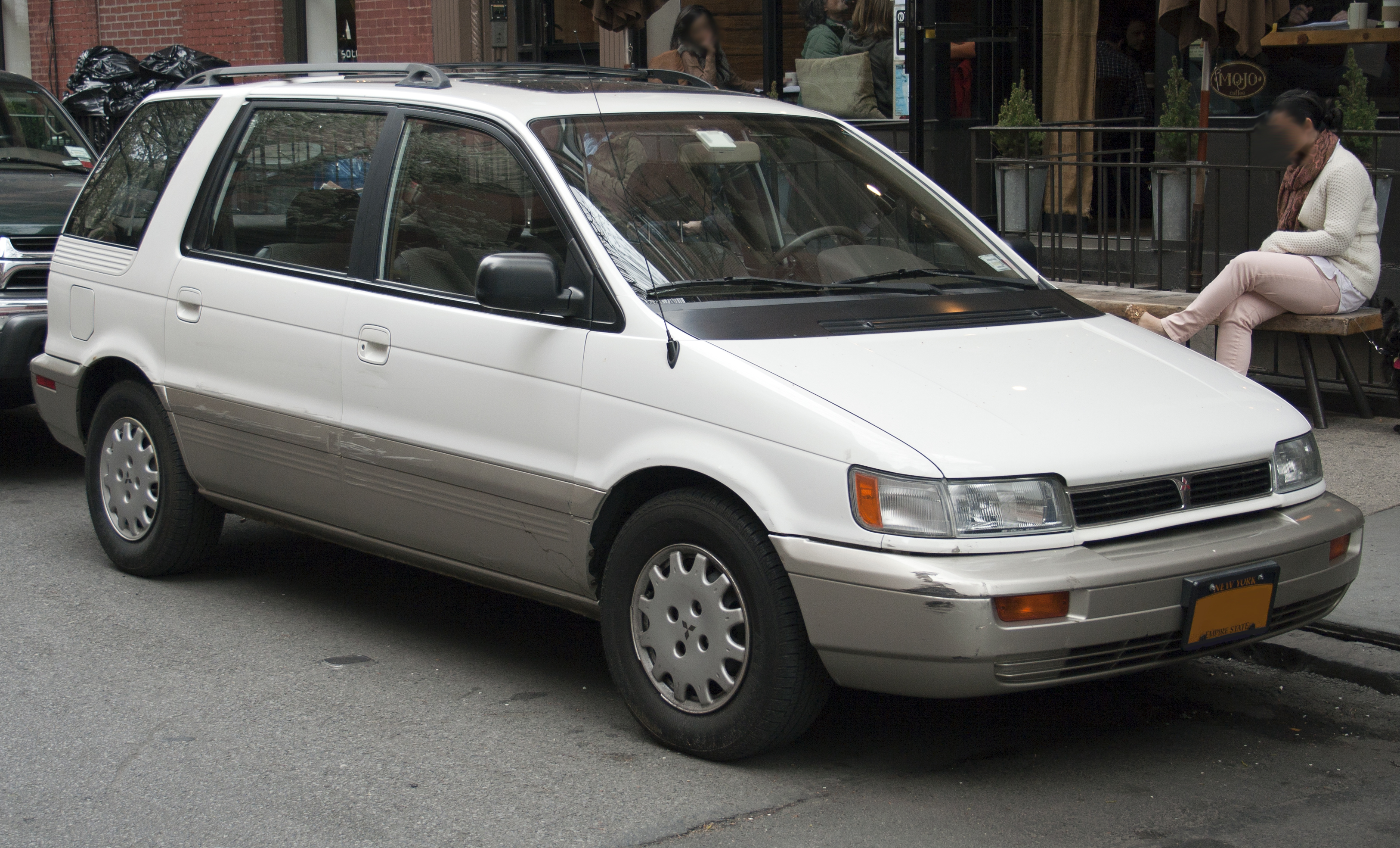 1997 Mitsubishi Space Wagon #17