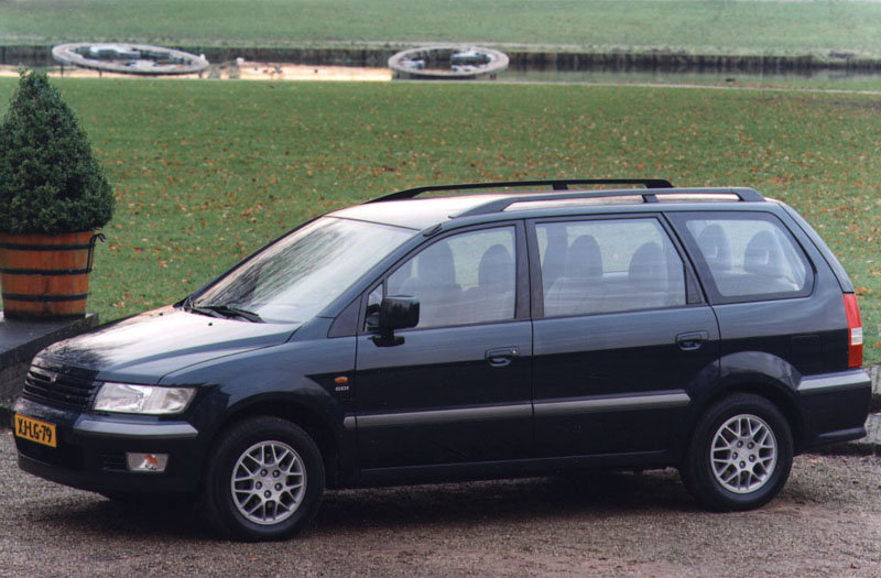 1999 Mitsubishi Space Wagon #2