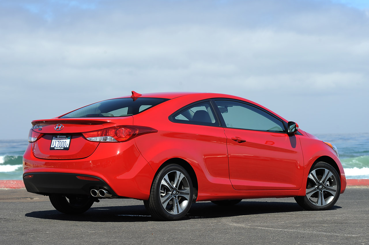 2014 hyundai elantra coupe photos informations articles. Black Bedroom Furniture Sets. Home Design Ideas