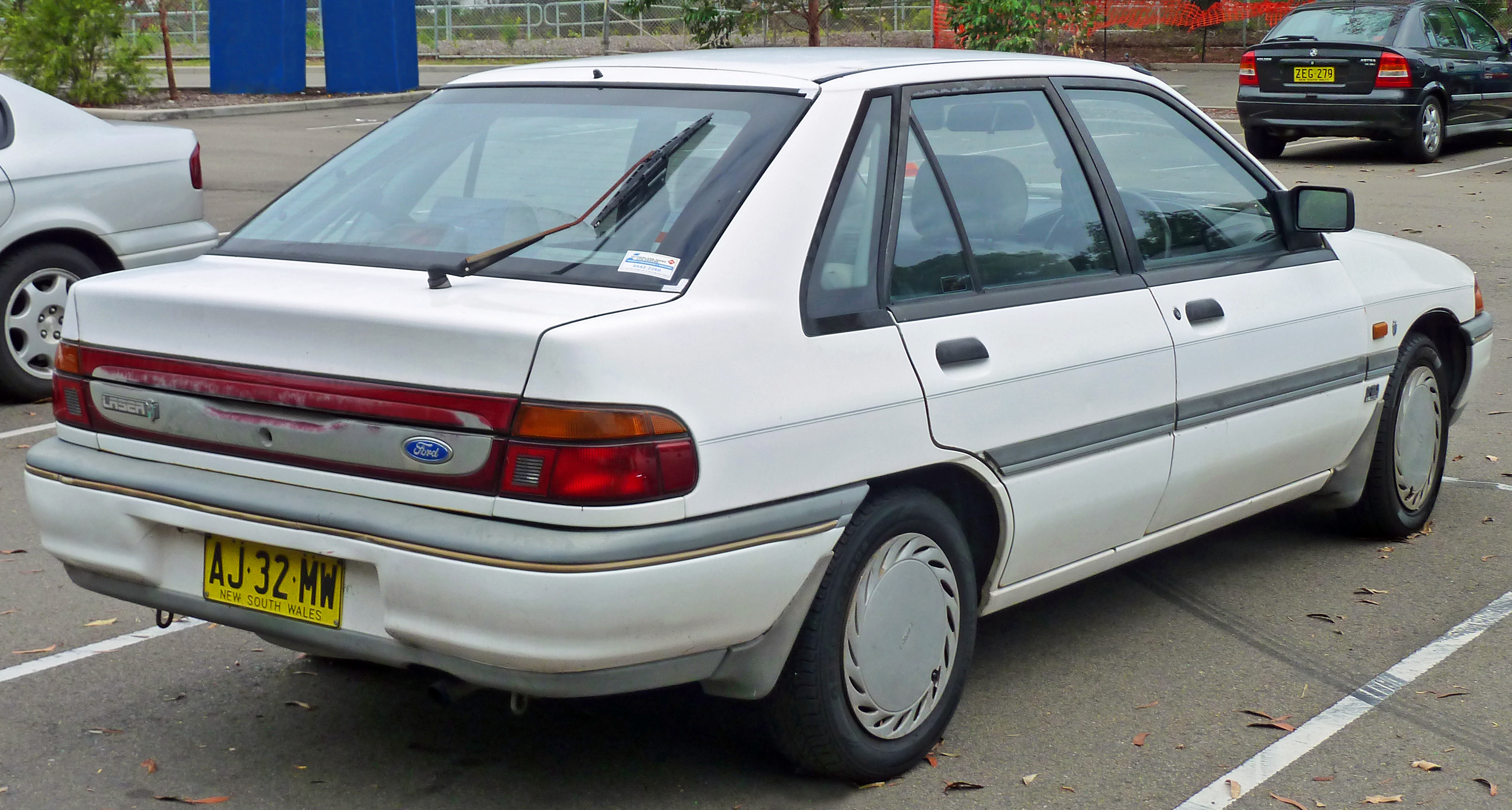 1994 Ford Versailles #9