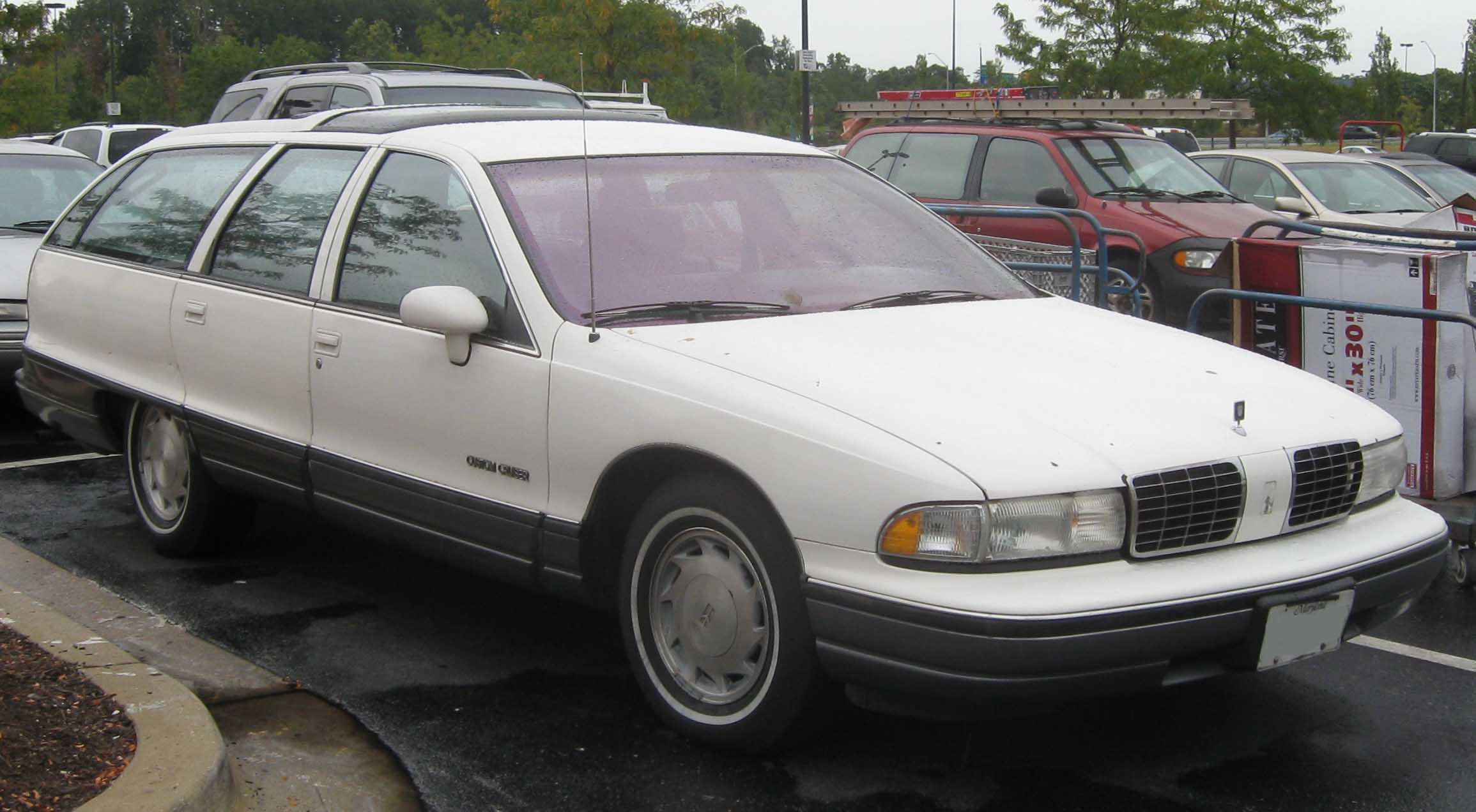 1991 Oldsmobile Custom Cruiser #1