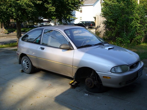 1997 Ford Aspire #9
