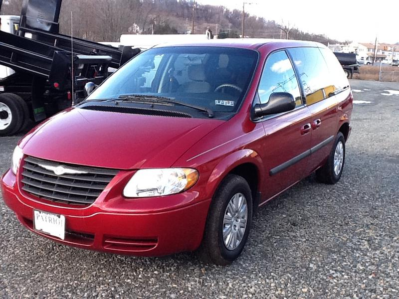 2005 Chrysler Town And Country #8