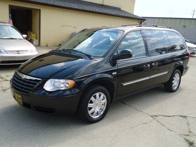 2006 Chrysler Town And Country 9