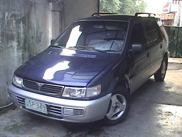1997 Mitsubishi Space Wagon #18
