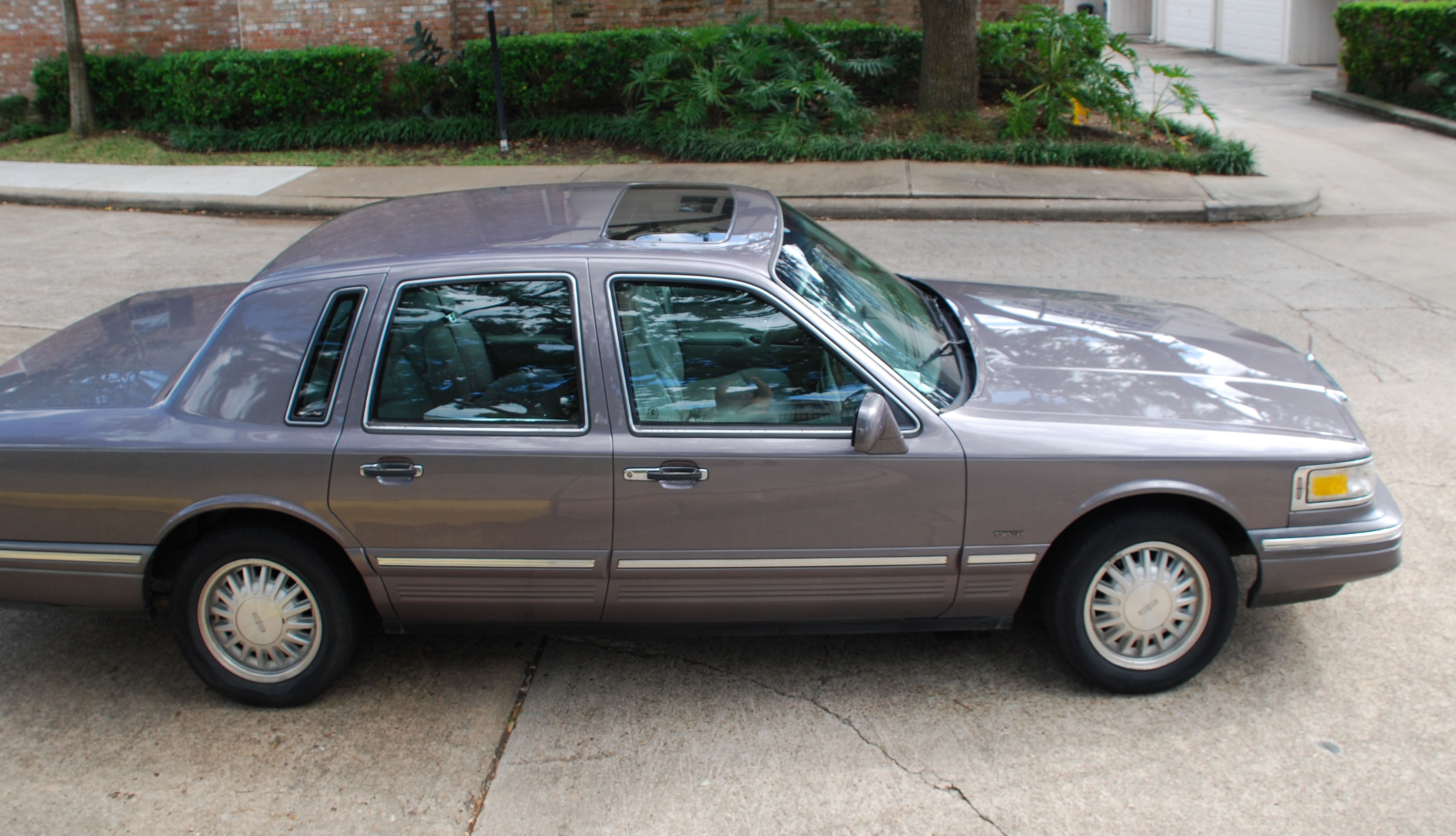 1996 Lincoln Town Car Photos Informations Articles Bestcarmag Com
