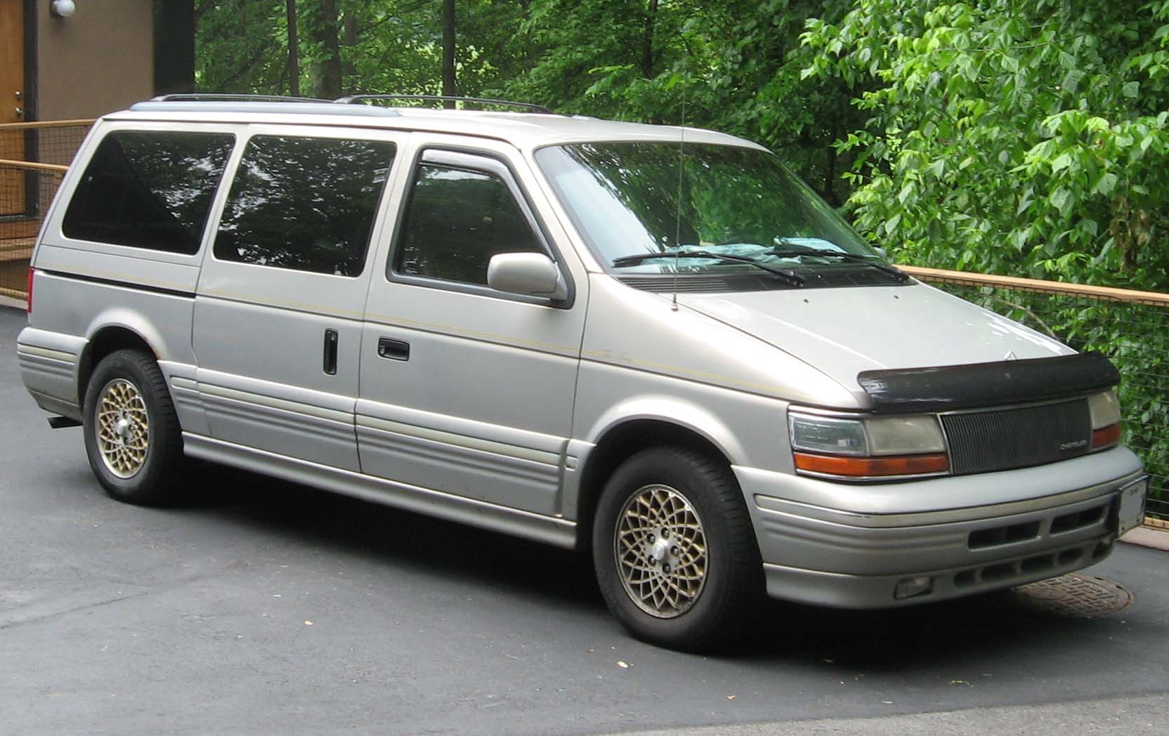 1994 Chrysler Town And Country #4