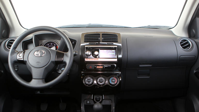 2010 Scion Xd #4