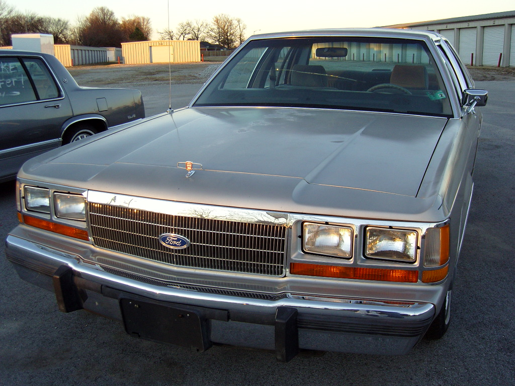 Ford Ltd Crown Victoria #11