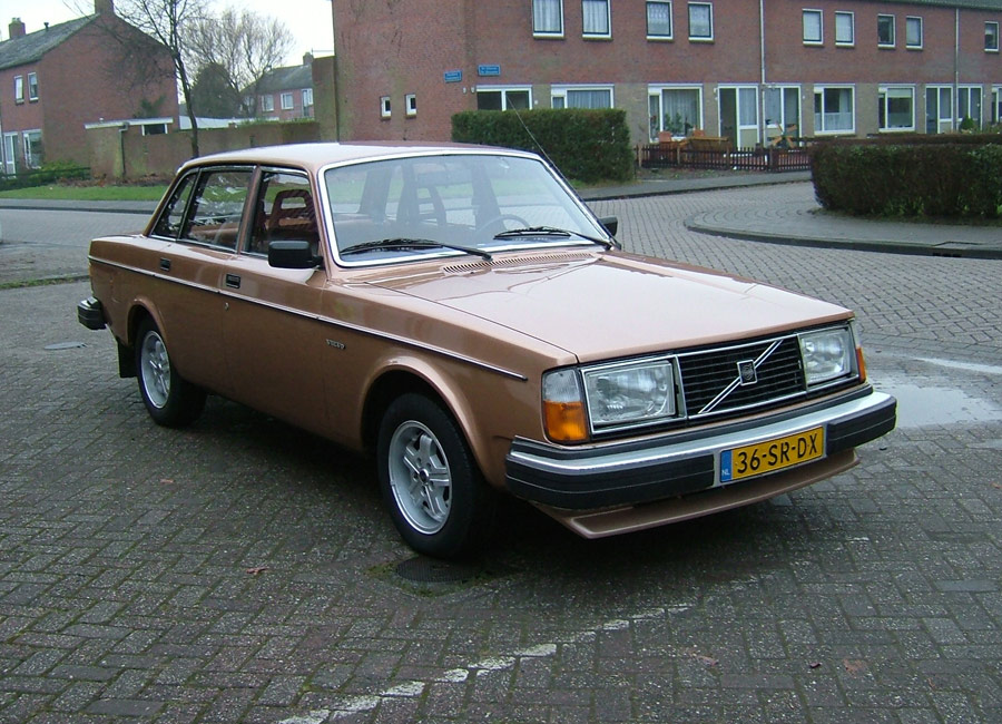 1980 Volvo 244 Photos, Informations, Articles - BestCarMag.com