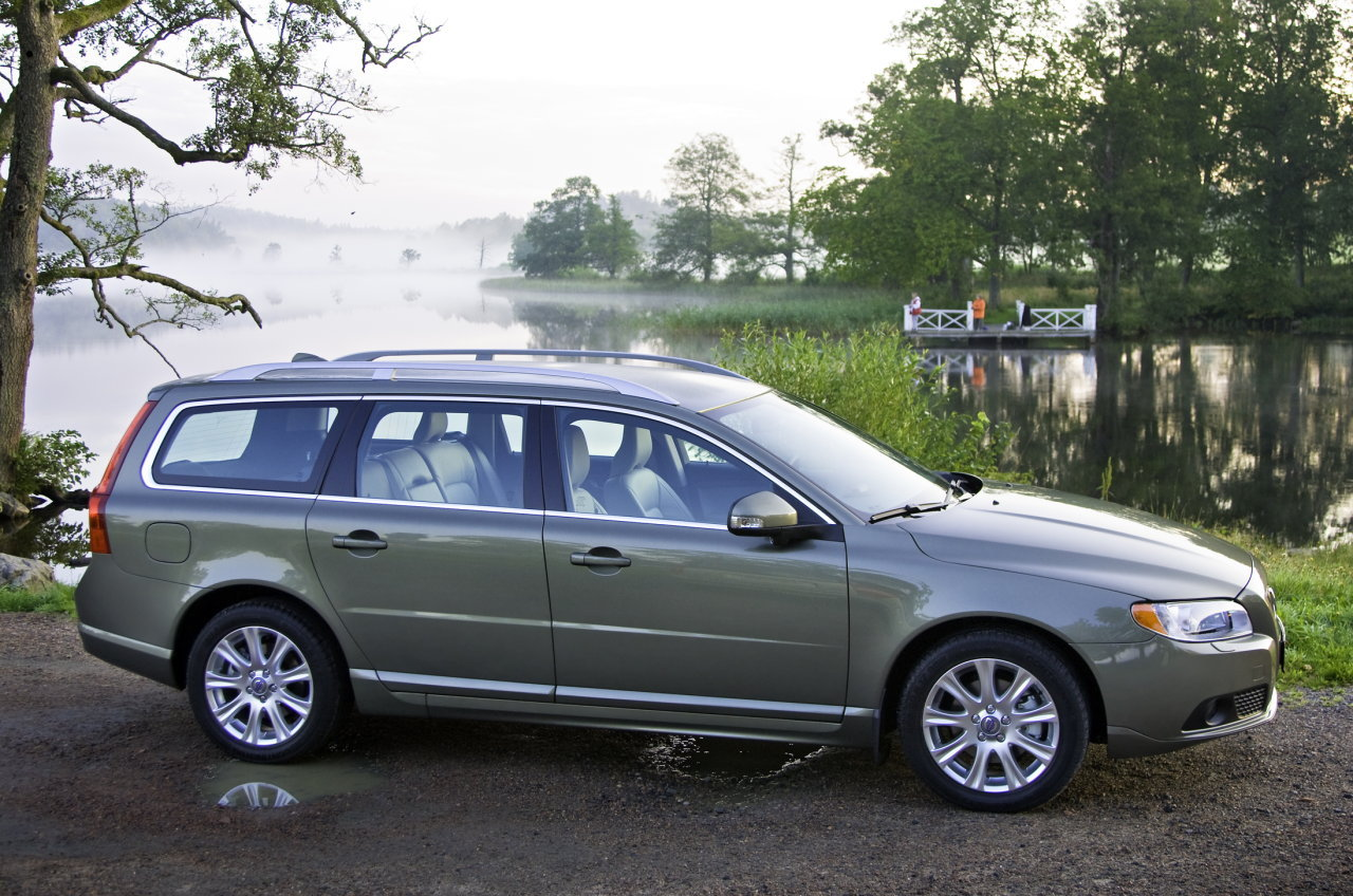 2009 volvo v70 photos informations articles. Black Bedroom Furniture Sets. Home Design Ideas