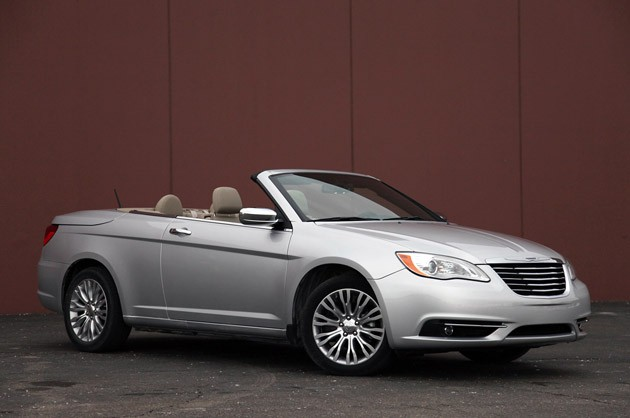 Chrysler 200 CONVERTIBLE #2