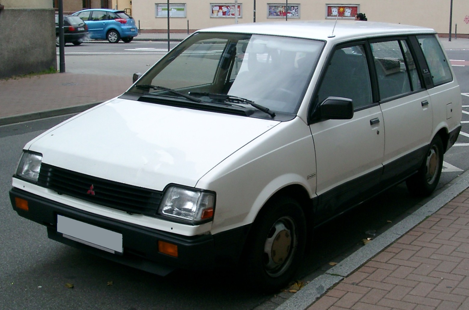 1993 Mitsubishi Space Wagon #12