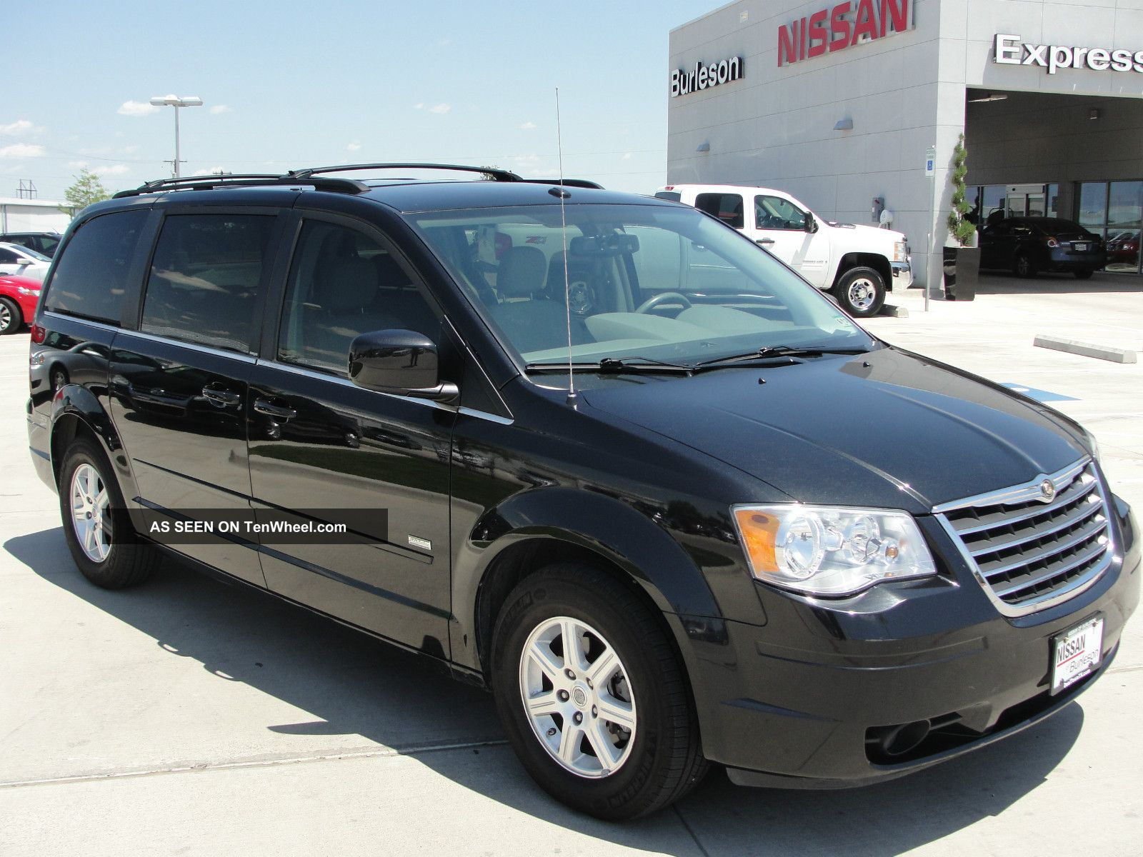 2008 Chrysler Town And Country #4