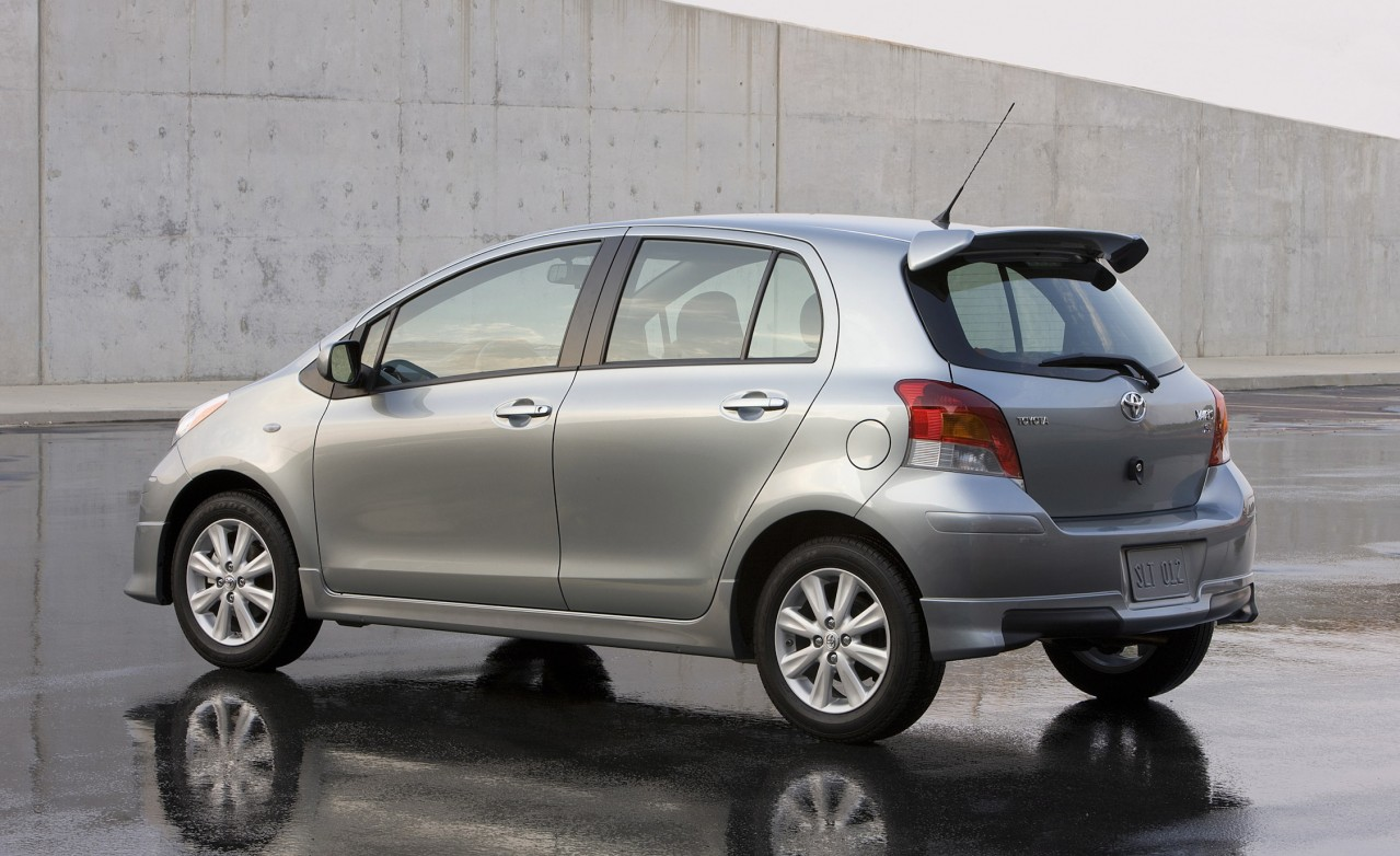 2010 toyota yaris photos informations articles. Black Bedroom Furniture Sets. Home Design Ideas
