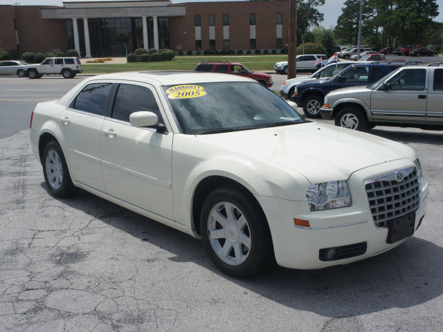 2005 Chrysler 300 #8