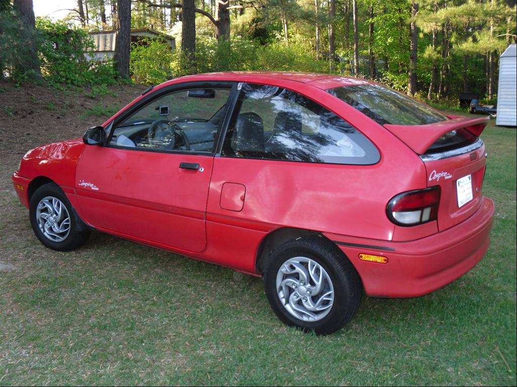 1995 Ford Aspire #3