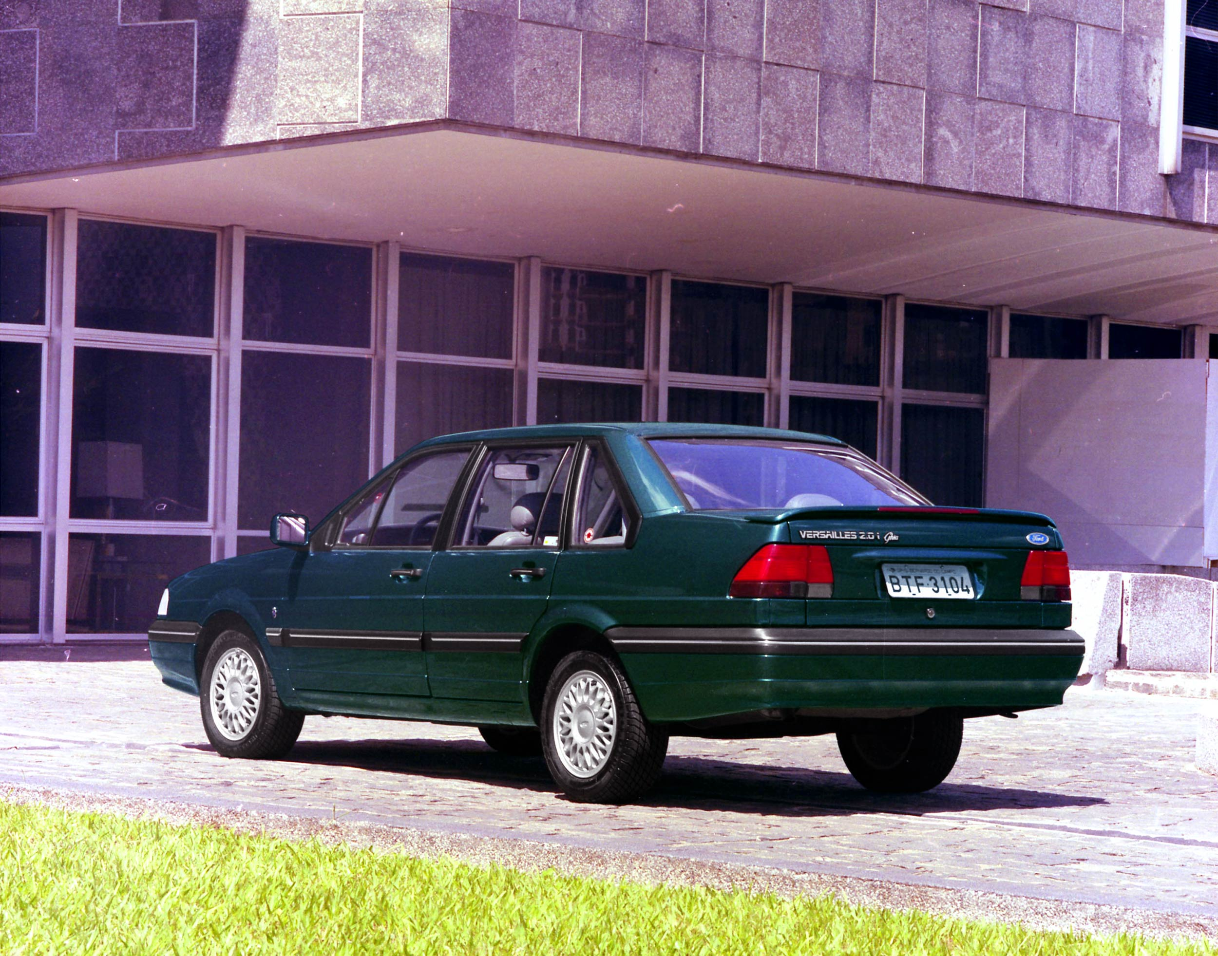1996 Ford Versailles #2