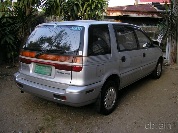1993 Mitsubishi Space Wagon #4