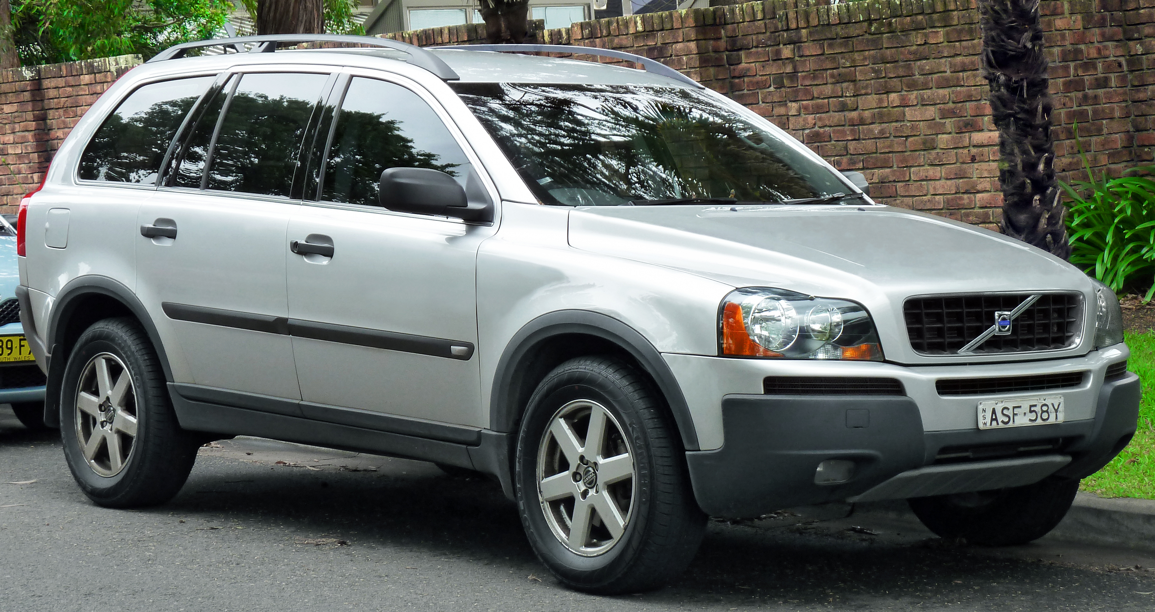 2003 Volvo Xc90 Photos, Informations, Articles - BestCarMag.com