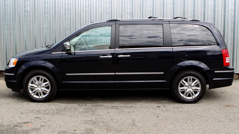 2010 Chrysler Town And Country #5