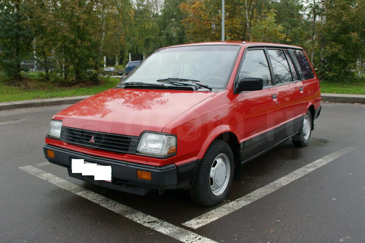 1990 Mitsubishi Space Wagon #7