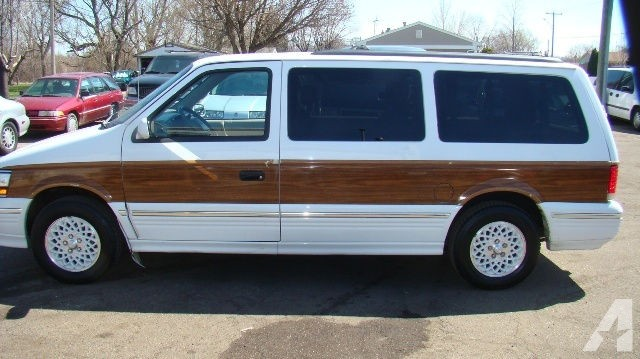 1994 Chrysler Town And Country #11