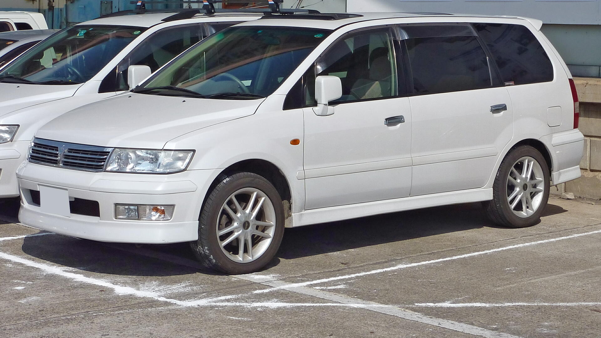 2001 Mitsubishi Space Wagon #6