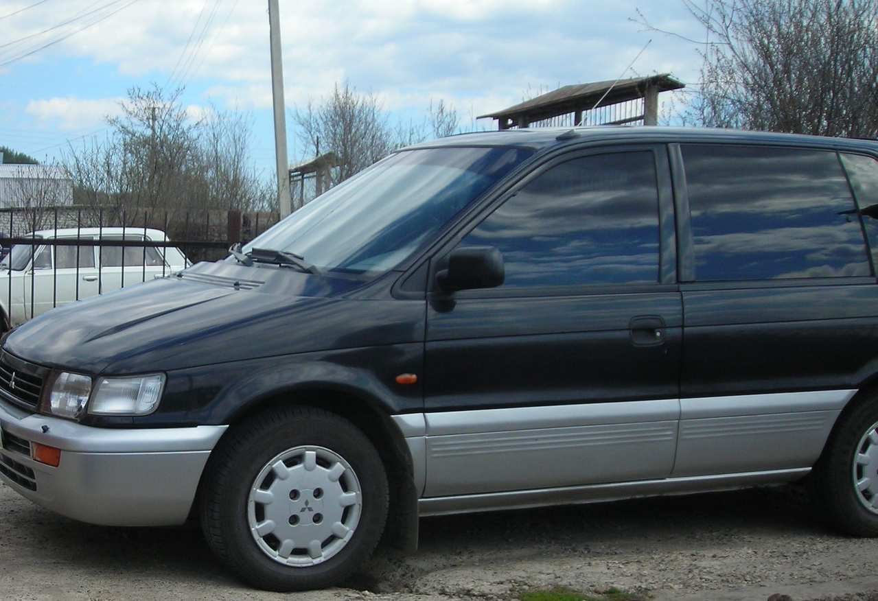 1992 Mitsubishi Space Runner #1
