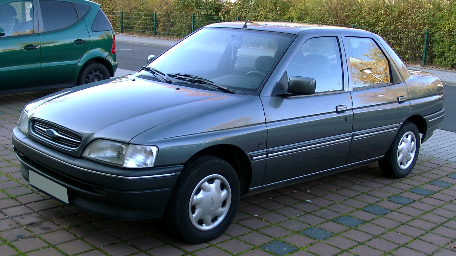 1990 Ford Orion #6