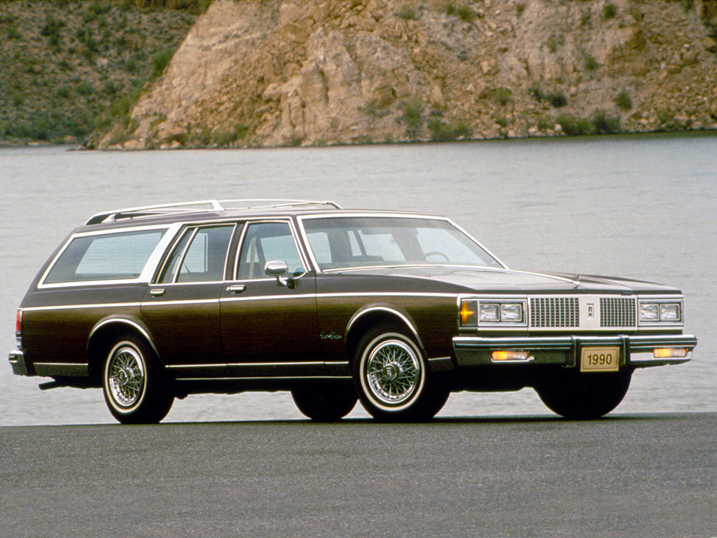 1990 Oldsmobile Custom Cruiser #2