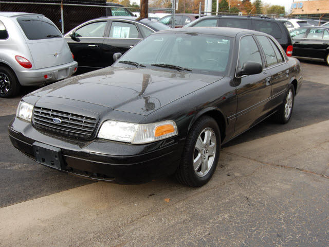 2004 Ford Crown Victoria #18