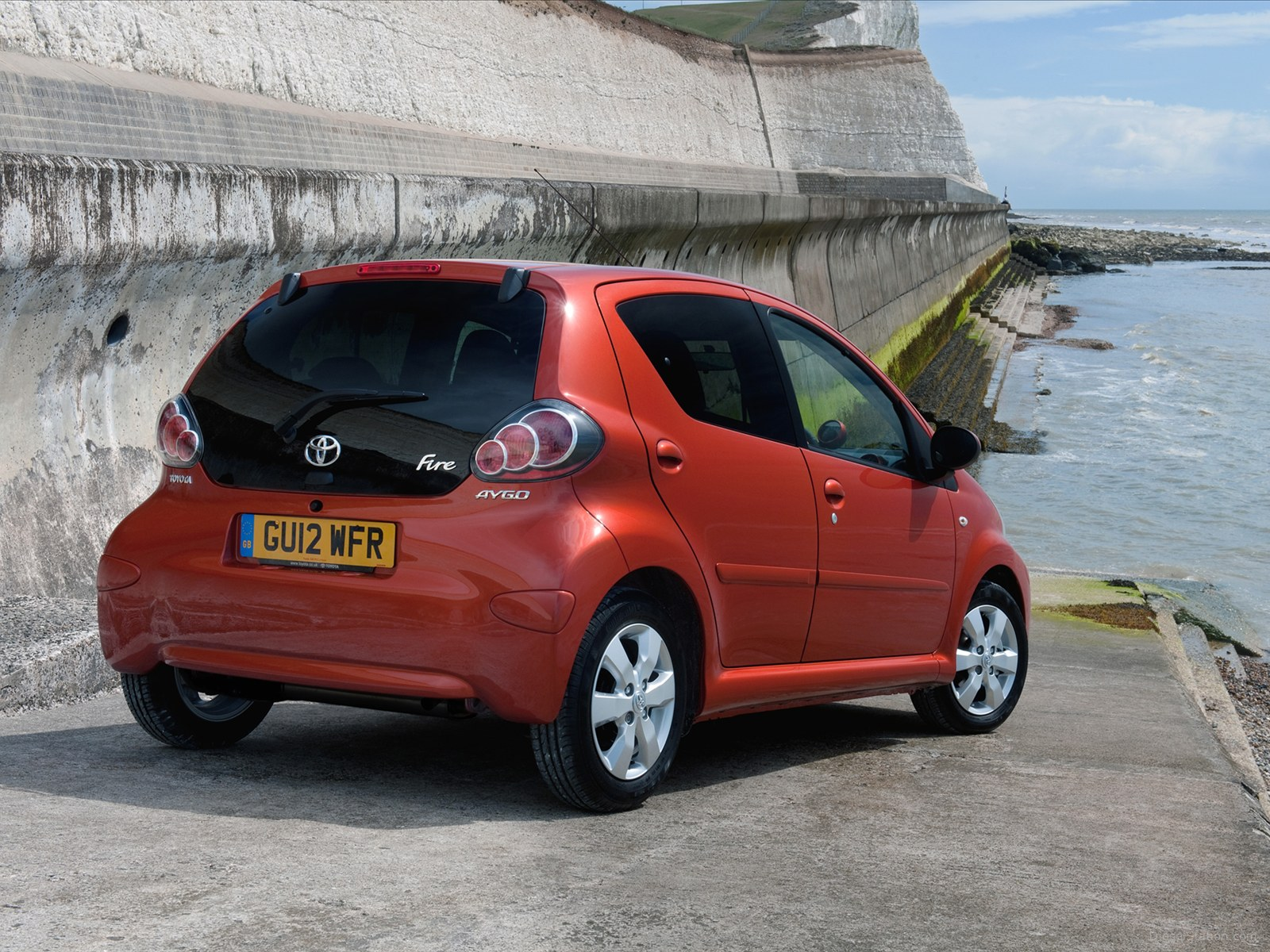 2012 toyota aygo photos informations articles. Black Bedroom Furniture Sets. Home Design Ideas
