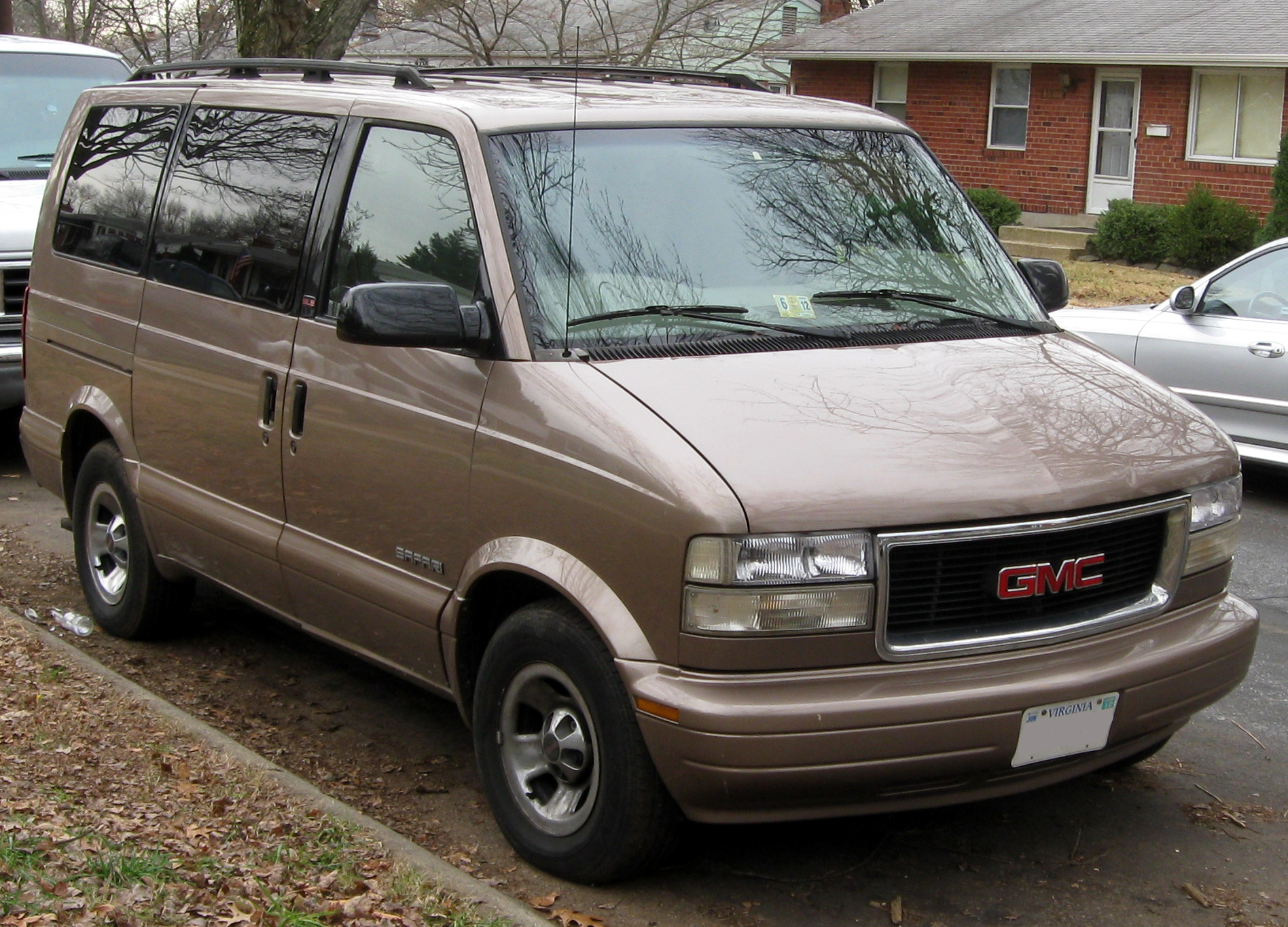GMC Safari #10