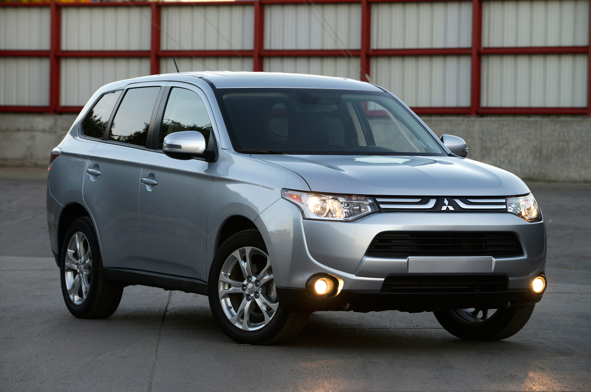 outlander view awd se rated top mitsubishi news side pick safety